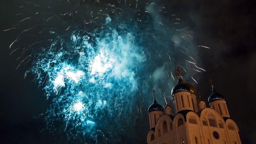 Праздничный салют в честь 76-й годовщины Победы в Великой Отечественной войне в Южно-Сахалинске, 9 мая 2021 года