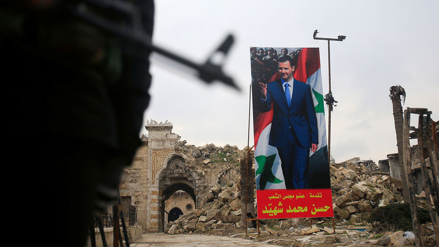 Баннер с изображением президента Башара Асада в старом городе Алеппо, январь 2017 года