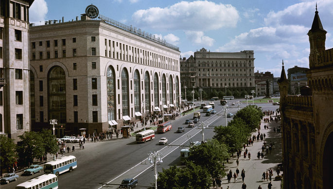 1 августа 1960 год. Магазин «Детский мир» (на Проспекте Маркса).