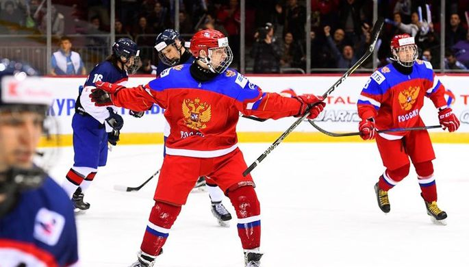 Кирилл Марченко (на переднем плане) во время матча со Словакией