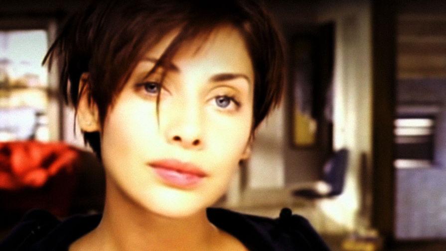Натали Имбрулья в клипе на песню «Torn»