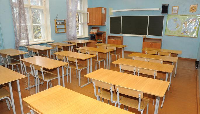 «Он лапал меня»: почему пермяки защищают осужденного учителя
