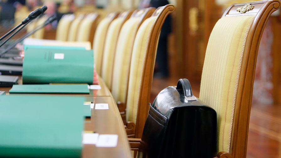 Песков объяснил рост зарплат кремлевских чиновников