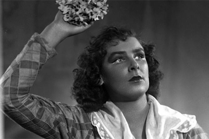 Спектакль «Измена нации», режиссеры Леонид Вивьен, Владимир Эренберг, 1953.
