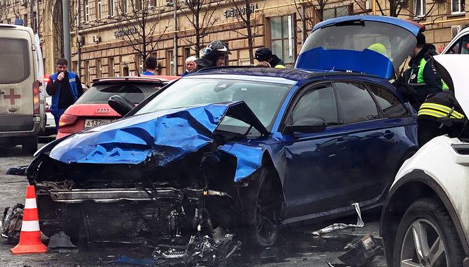 Последствия аварии на Новинском бульваре в центре Москвы, 1 апреля 2021 года