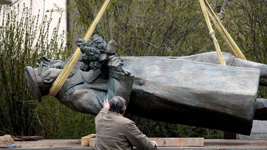 «Называют нацистами»: Прага пожаловалась Европе на Россию
