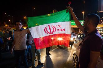 Иранцы празднуют отмену санкций на улицах Тегерана