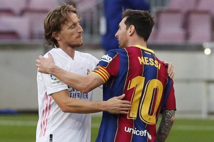 Лука Модрич («Реал») и Лионель Месси («Барселона»)