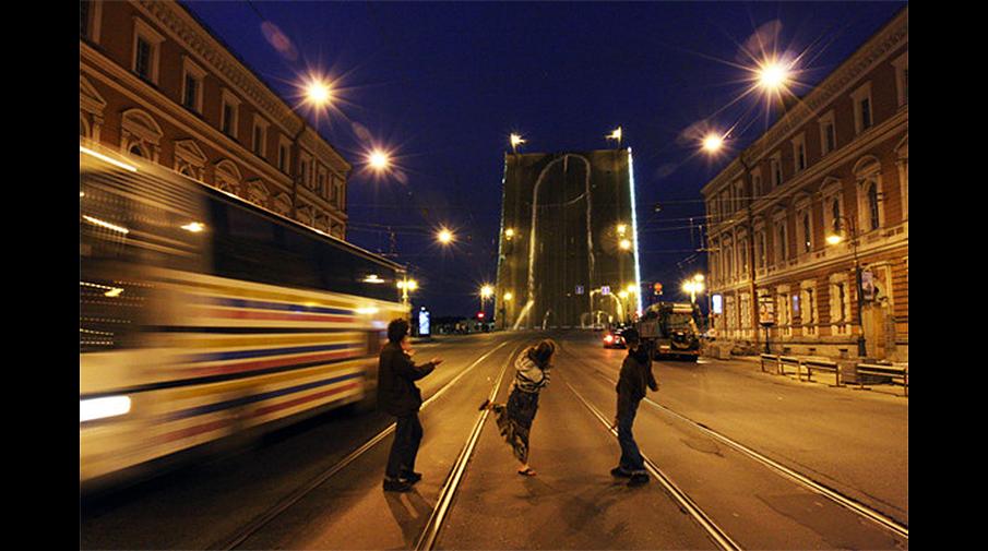 Акция арт-группы «Война» на Литейном мосту