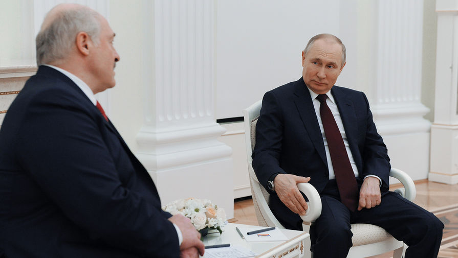 Президент России Владимир Путин и президент Белоруссии Александр Лукашенко во время встречи в Москве, 22 апреля 2021 года