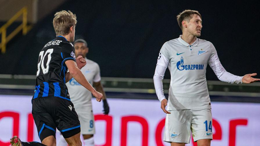 Игрок «Брюгге» Шарль де Кетеларе празднует гол в ворота «Зенита» в матче Лиги чемпионов, справа — хавбек Далер Кузяев.