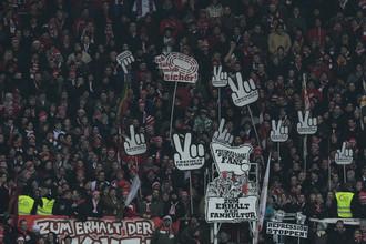 Фанаты в Германии протестуют против усиления безопасности на стадионах