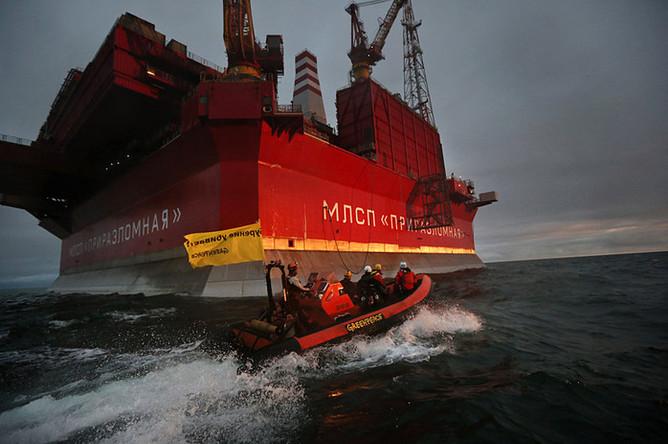 СК переквалифицировал действия активистов Greenpeace у платформы «Приразломная» со статьи «Пиратство» на статью «Хулиганство»