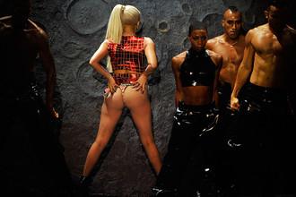 Суд постановил, что Леди Гага вредна для детей из-за «регулярной имитации половых актов» на сцене