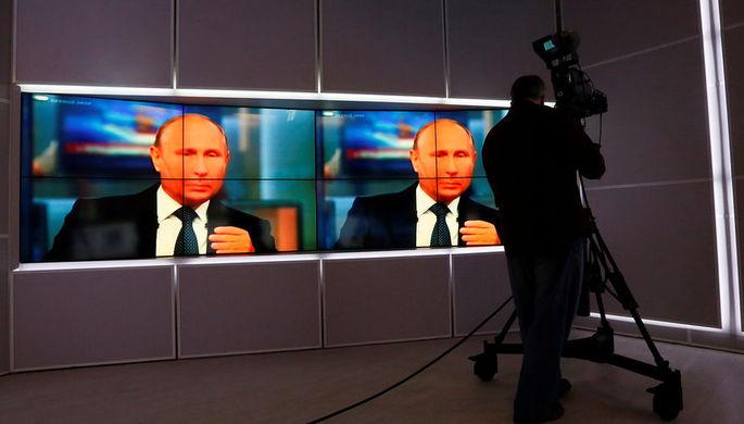 Во время трансляции «прямой линии» с президентом России Владимиром Путиным в Москве, 7...