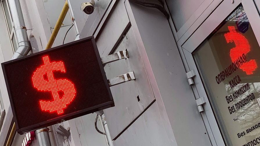 Рубль рухнул на данных СМИ о новых антироссийских санкциях
