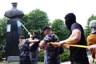Демонтаж бюста маршала Георгия Жукова в Харькове, 2 июня 2019 года