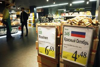 Украина решила запретить импорт российских конфет, сыра и рыбы
