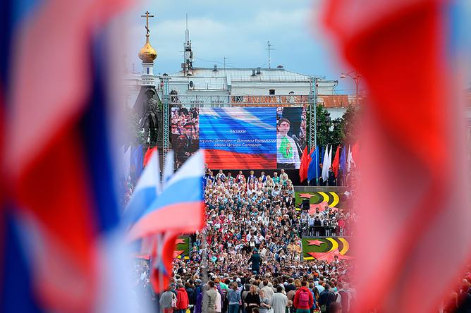 Участники общегородского праздника «Хором славим Россию и город» в честь Дня России в Екатеринбурге
