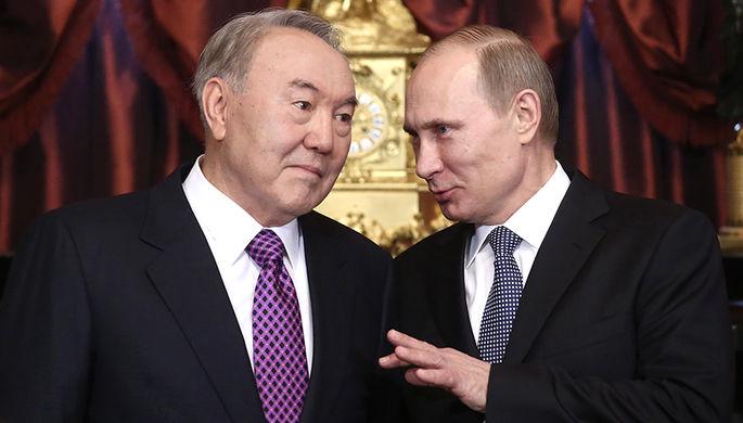 Президент Казахстана Нурсултан Назарбаев и президент РФ Владимир Путин (слева направо) во время...