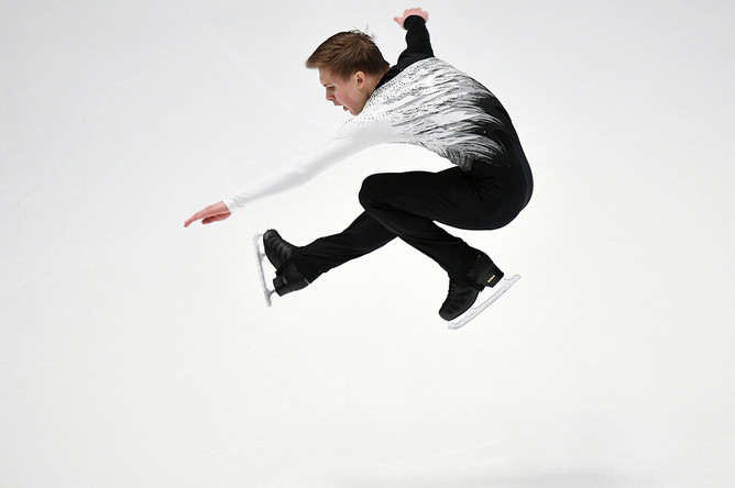 Михаил Коляда во время выступления в короткой программе мужского одиночного катания на чемпионате России по фигурному катанию в Санкт-Петербурге, 21 декабря 2017 года