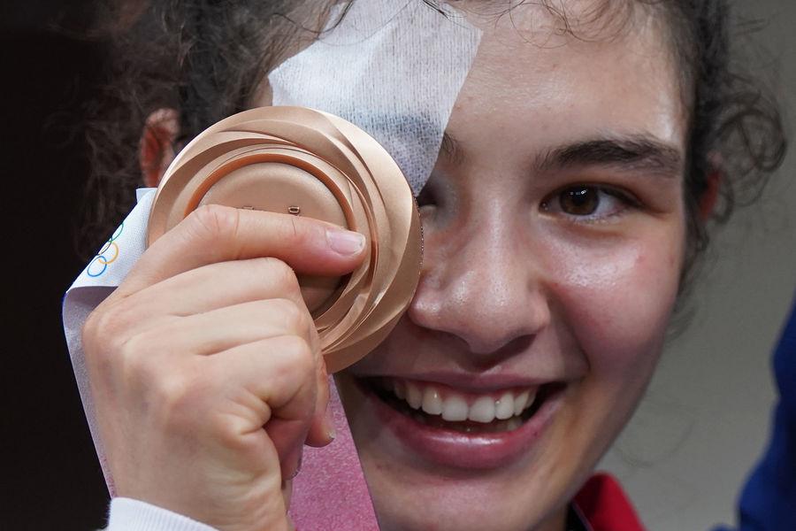 Российская спортсменка, член сборной России (команда ОКР) Мадина Таймазова, завоевавшая бронзовую медаль насоревнованиях подзюдо ввесовой категории до70 кг среди женщин наXXXII летних Олимпийских играх, 28 июля 2021 года