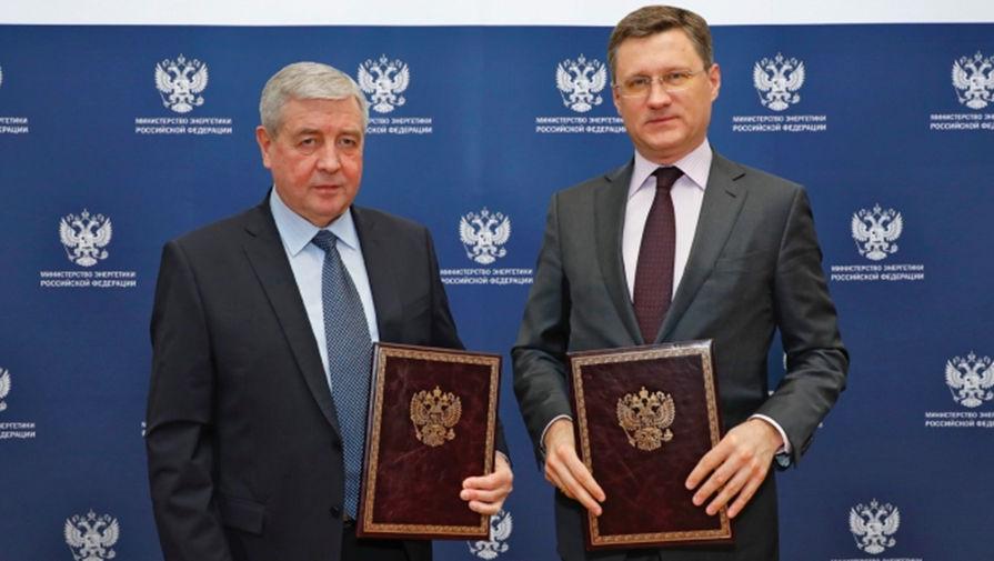 Министр энергетики Российской Федерации Александр Новак и Посол Беларуси в России Владимир Семашко, 2 марта 2020 года