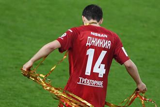 Защитник «Спартака» и сборной России по футболу Георгий Джикия получил тяжелую травму колена перед ЧМ-2018