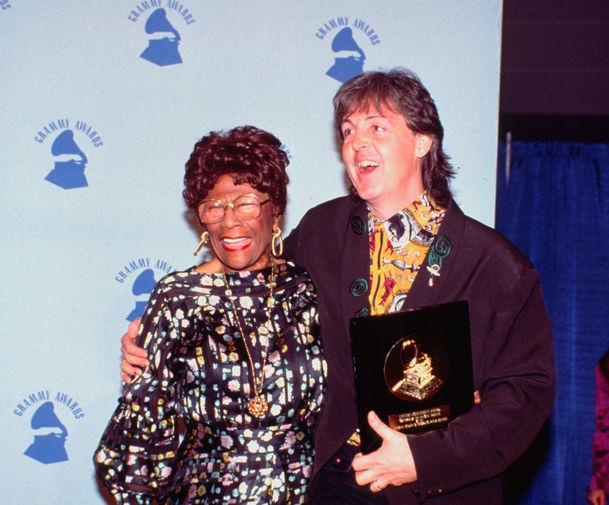 Элла Фицджеральд и Пол Маккартни на церемонии «Грэмми», 1990 год