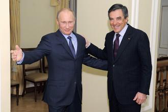 Президент России Владимир Путин во время встречи с бывшим премьер-министром Франции Франсуа Шарлем Арманом Фийоном в Ново-Огарево, 2013 год