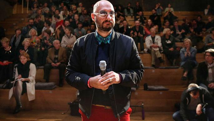 Кирилл Серебренников во время сбора труппы в рамках открытия третьего сезона «Гоголь-центра», 2014 год