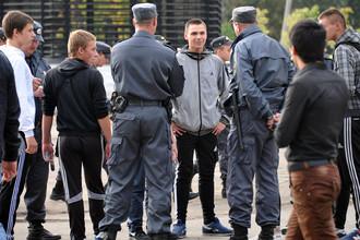 Участники «народного схода» против нелегальной миграции в Санкт-Петербурге
