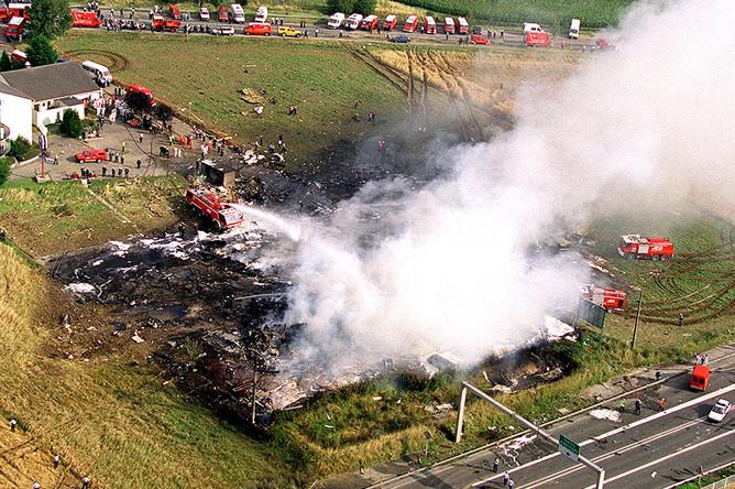 Самолет, выполнявший чартерный рейс AFR 4590 по маршруту Париж — Нью-Йорк, упал на гостиницу Hфtelissimo Les Relais Bleus под Парижем