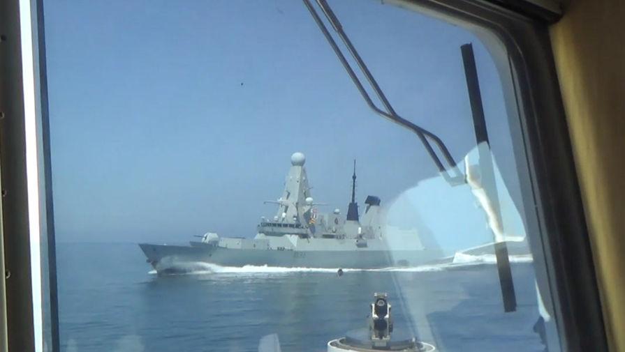 «Исключить попадание! Огонь!»: ФСБ показала видео инцидента с британским эсминцем