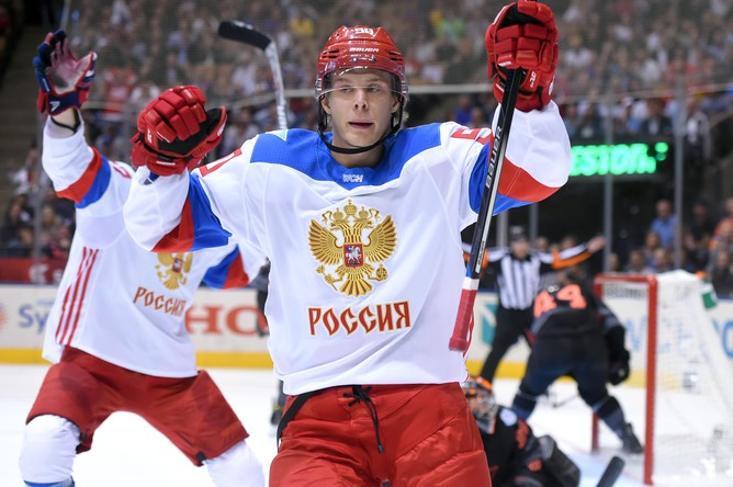 Владислав Наместников (на переднем плане) начал камбэк сборной России в матче с Северной Америкой