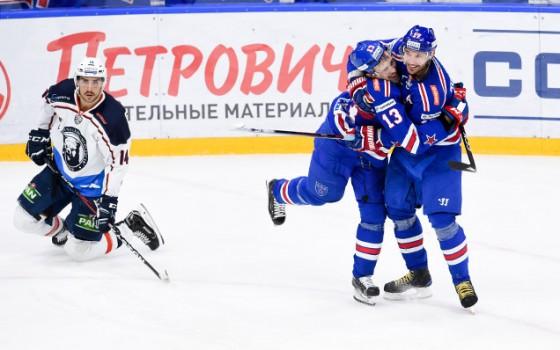 Илья Ковальчук принимает поздравления с заброшенной шайбой