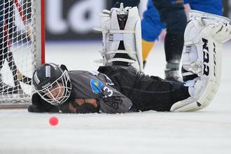 По мнению экспертов, репутация хоккея с мячом упала — ниже некуда