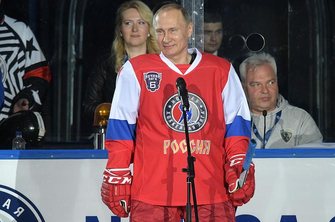 Владимир Путин выступает перед началом гала-матча VI Всероссийского фестиваля Ночной хоккейной лиги в ледовом дворце «Большой» Олимпийского парка Сочи