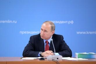 Президент России Владимир Путин на заседании Совета при президенте по развитию физической культуры и спорта