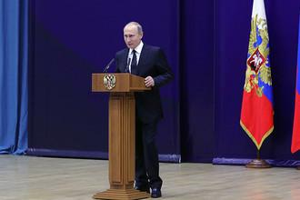 Владимир Путин выступает на торжественном мероприятии по случаю 95-летия российской нелегальной разведки в штаб-квартире Службы внешней разведки
