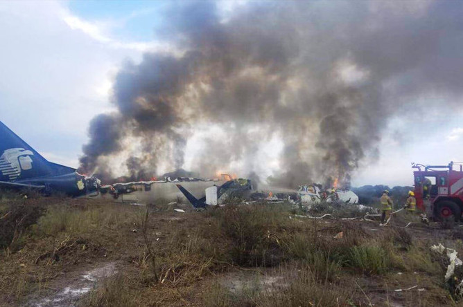 На месте крушения самолета Embraer-190 авиакомпании Aeromexico в Мексике, 1 августа 2018 года