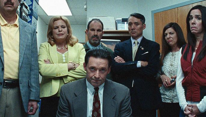 Сдаем на шторы: Хью Джекман обдирает школы в комедии «Безупречный»