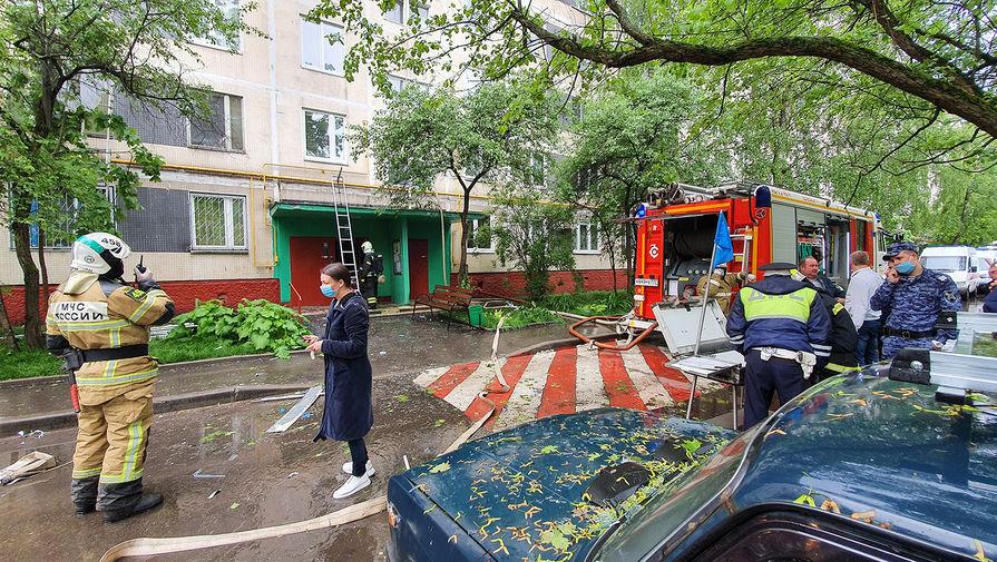 Экстренные службы на месте взрыва и пожара в жилом доме на Дорожной улице в Москве, 5 июня 2020 года