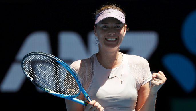 Российская теннисистка Мария Шарапова празднует победу