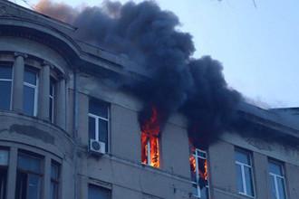 Прыгали с пятого этажа: смертельный пожар в колледже Одессы