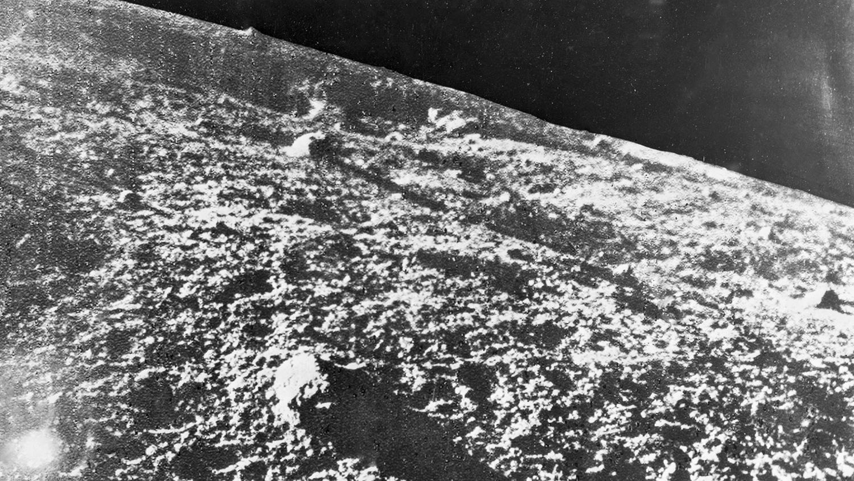 Лунный ландшафт, видимый со станции «Луна-9», 3 февраля 1966 года