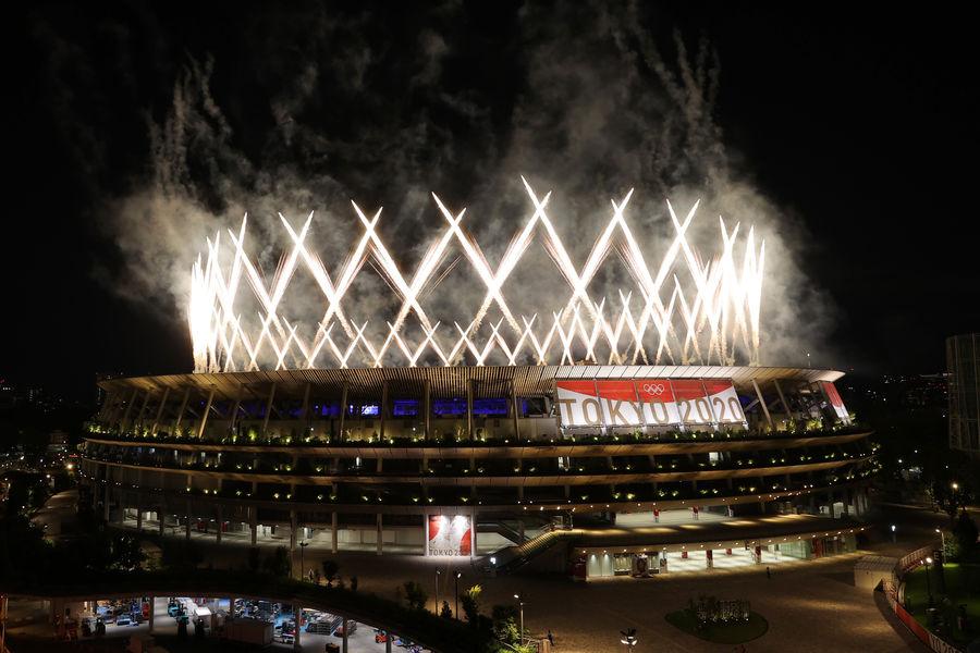 Салют наторжественной церемонии закрытия XXXII летних Олимпийских игр вТокио наНациональном олимпийском стадионе, 8 августа 2021 года