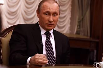 Владимир Путин во время интервью американскому режиссеру Оливеру Стоуну