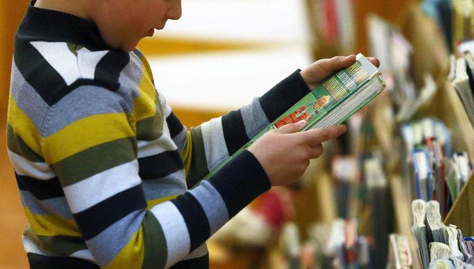 Маяковский под запретом: книги классиков вынесут из школ