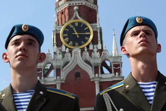 Десантники во время празднования Дня Воздушно-десантных войск РФ